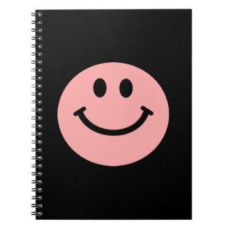 珊瑚のピンクのスマイリーフェイスのノート ノートブック