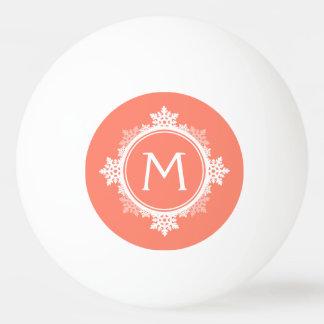 珊瑚のピンク及び白の雪片のリースのモノグラム 卓球ボール