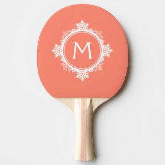 珊瑚のピンク及び白の雪片のリースのモノグラム 卓球ラケット