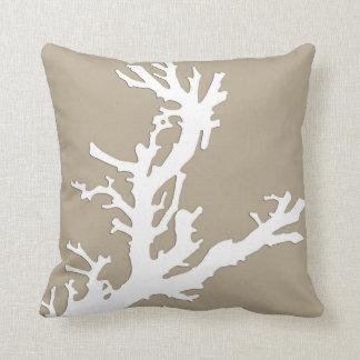 珊瑚の枝-暗灰色の日焼けの白 クッション
