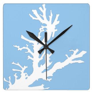 珊瑚の枝-淡いブルーの白 スクエア壁時計