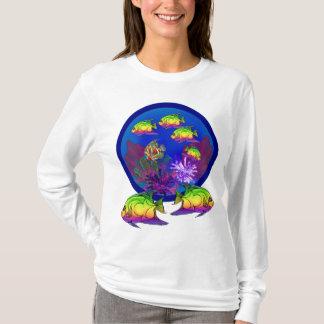 珊瑚礁の塩水のAngelfishかButterflyfish Tシャツ