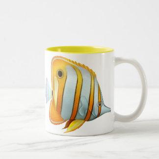 珊瑚礁のCopperbandの蝶魚のマグ ツートーンマグカップ