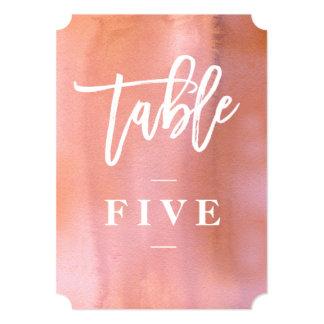 珊瑚、ピンクの水彩画の結婚式のテーブル数 12.7 X 17.8 インビテーションカード