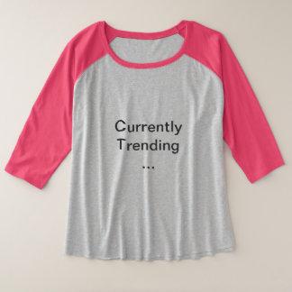 現在Tを向くこと プラスサイズラグランTシャツ