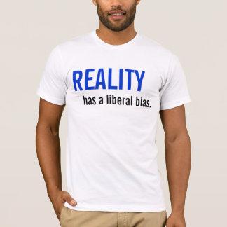 現実に自由主義のなバイアスがあります Tシャツ