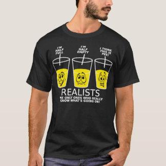 現実主義者のコップのおもしろTシャツBlk Tシャツ