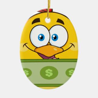 現金を握るかわいく黄色いひよこのマンガのキャラクタ セラミックオーナメント