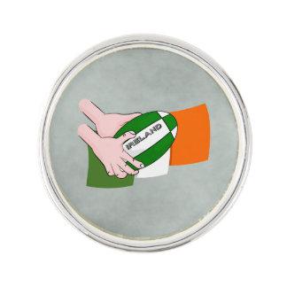球が付いているアイルランドのラグビーのチームサポータ旗 ラペルピン