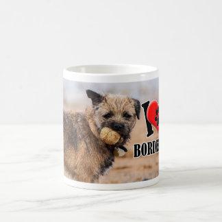 球のマグが付いているボーダーテリア コーヒーマグカップ