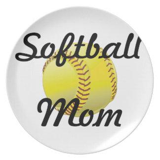 球を持つソフトボールのお母さん プレート