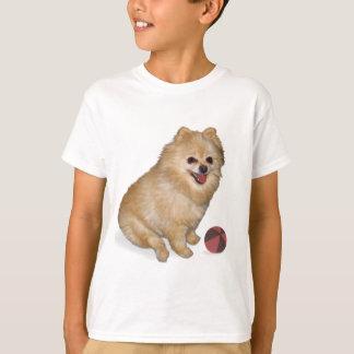球を持つポメラニア犬犬 Tシャツ