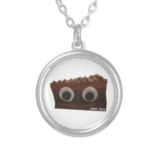理解できない話のchocoのケーキの顔wのロゴ シルバープレートネックレス