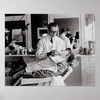 理髪店1923年。 ヴィンテージの写真 プリント