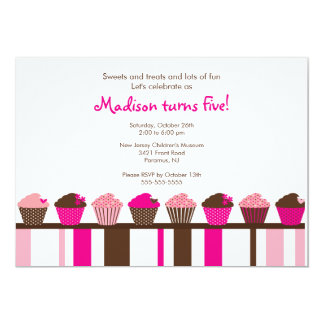 甘いカップケーキの誕生日の招待状 カード