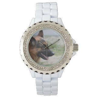 甘いジャーマン・シェパード犬 腕時計