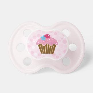 甘いピンクのカップケーキ おしゃぶり