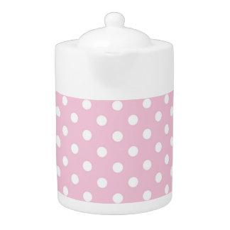 甘いピンクの背景のティーポットの水玉模様