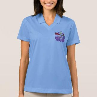 甘い時間の女性の青いポロ ポロシャツ