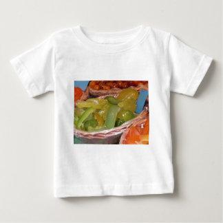甘い砂糖漬けのヒマラヤスギの皮。 イタリアンなレシピ ベビーTシャツ