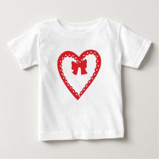 甘い赤いハート ベビーTシャツ