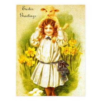 甘くビクトリアンな女の子の子ヒツジが付いているイースター郵便はがき ポストカード