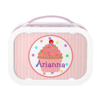 甘く名前入りなピンクのカップケーキ ランチボックス