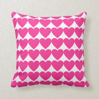甘く明るいピンクのハート クッション