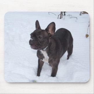 甘く黒いフレンチ・ブルドッグは雪を好みます マウスパッド