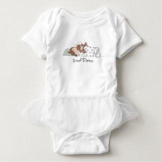 甘美な夢; 彼女のくまと眠っている小さな女の子 ベビーボディスーツ