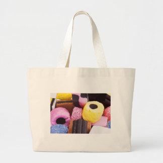 甘草の有名な菓子 ラージトートバッグ