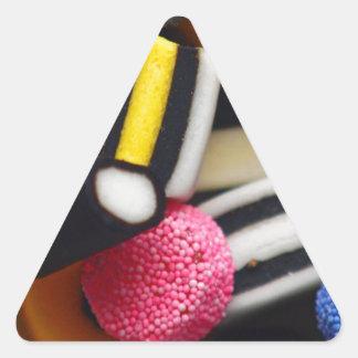 甘草の菓子のレトロの明るい虹のデザイン 三角形シール