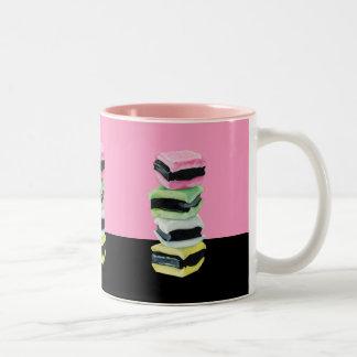 甘草のAllsortsのピンクのマグ ツートーンマグカップ