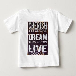 生きている夢を今日明日昨日大事にして下さい ベビーTシャツ