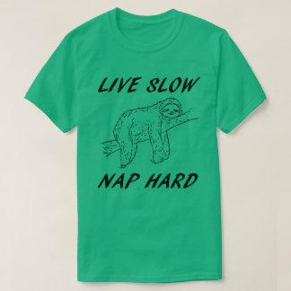 生きている昼寝の懸命を遅らせて下さい Tシャツ