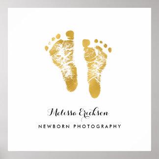 生まれたばかりのなカメラマンのエレガントで模造のな金ゴールドの足跡 ポスター
