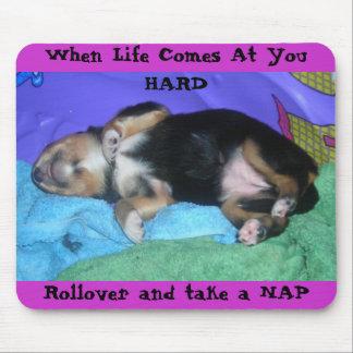 生命があなたで懸命を来る時子犬の忙しい一日、R… マウスパッド