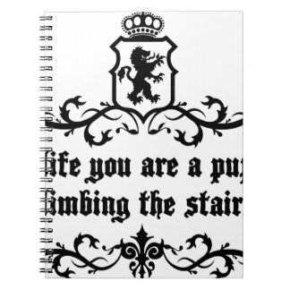 生命で階段に上っている子犬です ノートブック