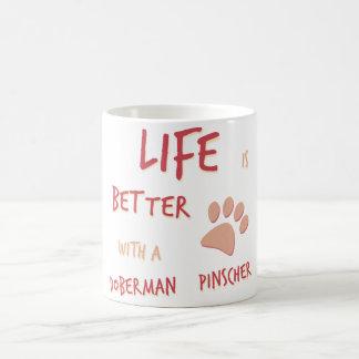 生命はよりよい(犬)ドーベルマン・ピンシェルです コーヒーマグカップ
