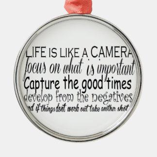 生命はカメラのようです メタルオーナメント