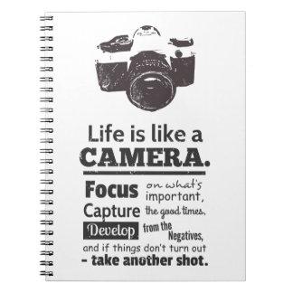 生命はカメラの引用文、グランジな黒のようです ノートブック