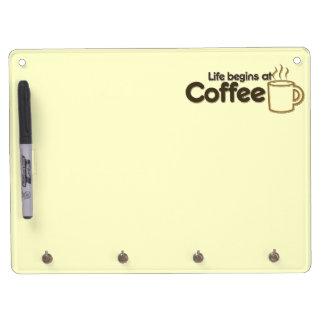 生命はコーヒーで始まります キーホルダーフック付きホワイトボード