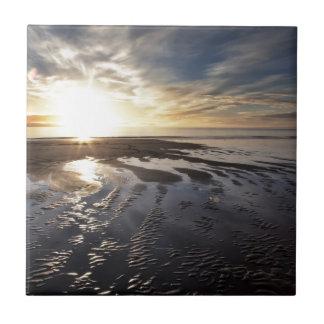 生命はビーチです 正方形タイル小