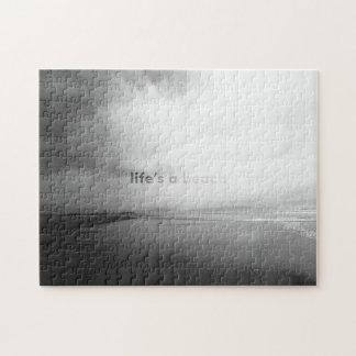 生命はビーチ-白黒印刷の写真です ジグソーパズル
