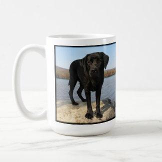 生命はビーチ-黒いラブラドールです コーヒーマグカップ
