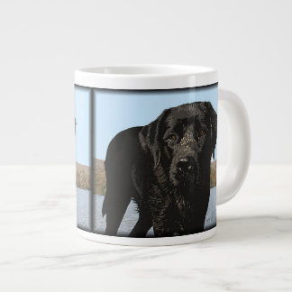 生命はビーチ-黒いラブラドールです ジャンボコーヒーマグカップ
