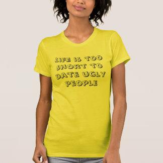 生命は余りに短い今までに醜い人々です Tシャツ