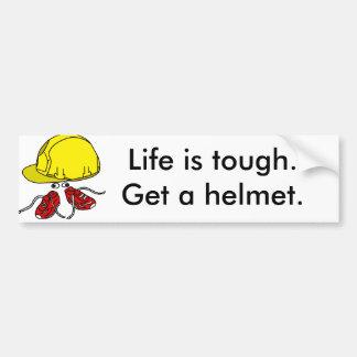 生命は堅いです、得ますヘルメットのスローガンを バンパーステッカー