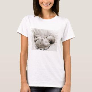 生命は大切です--幼児睡眠のTシャツ Tシャツ