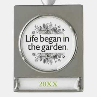 生命は庭で始まりました シルバープレートバナーオーナメント